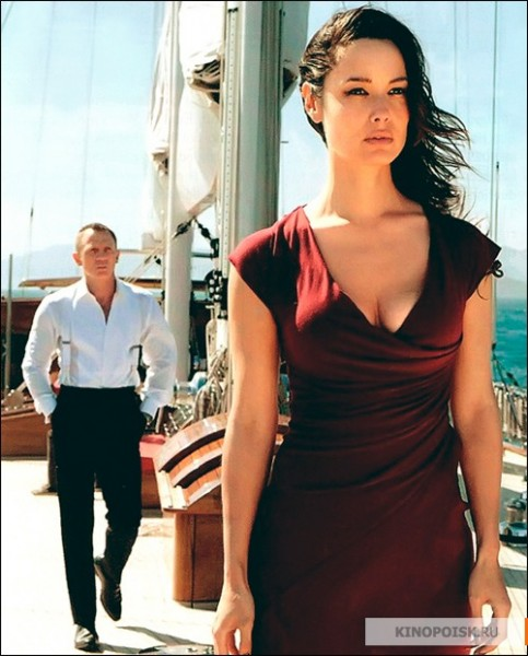 NEW IMAGES FROM SKYFALL, 007 HAS