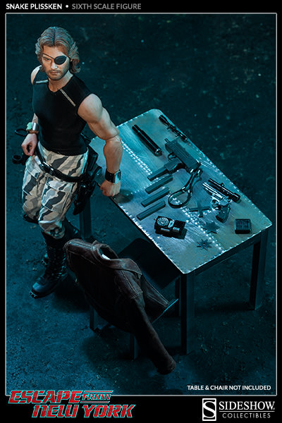 escape-from-new-york-snake-plissken-collectible-12