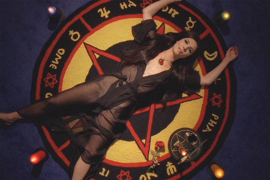 [TRAILER] THE LOVE WITCH (2016)