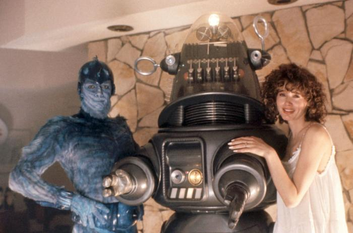 EARTH GIRLS ARE EASY, Jeff Goldblum, Robby the Robot, Geena Davis, 1988, (c)Vestron Pictures