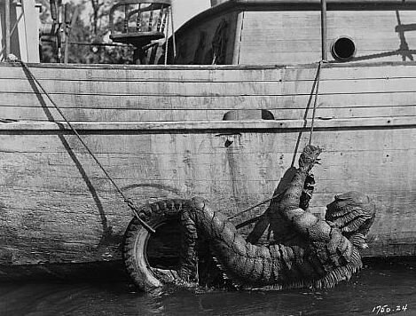 creature-from-the-black-lagoon-climbing