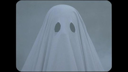 [IN THEATERS NOW] A GHOST STORY Is An Ambitious And Unique Meditation On Grieving