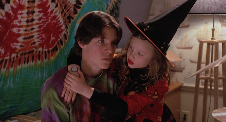 Omri Katz and Thora Birch in HOCUS POCUS (1993)