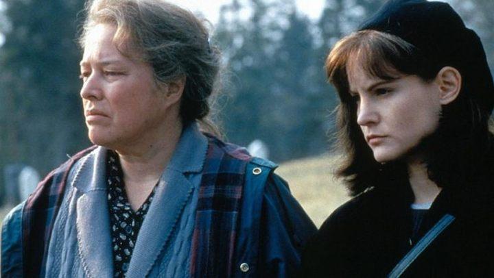 DOLORES CLAIBORNE (1995) Kathy Bates and Jennifer Jason Leigh