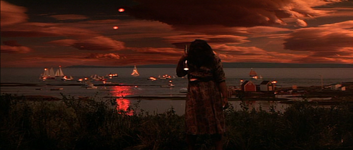 DOLORES CLAIBORNE (1995) red sky at night