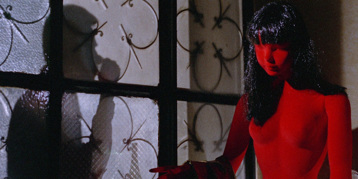 BLOOD AND BLACK LACE (1964) HOME ALONE ripped this off